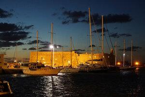Венецианская крепость ночью